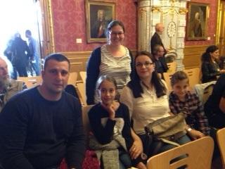 Familie Malesevic mit der Klassenlehrerin