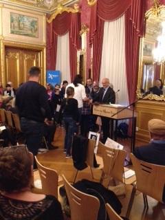 Überreichung des Stipendiums durch Bürgermeister Axel Weiss-Thiel