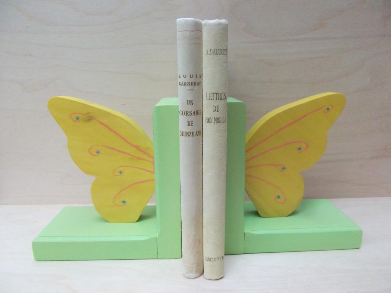 Presse livres papillons jaunes