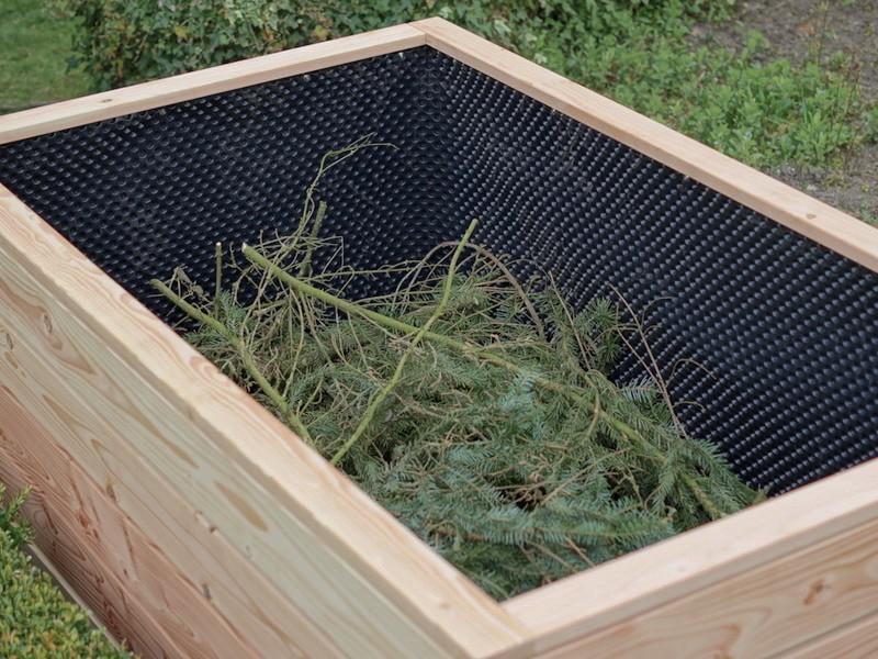 Hochbeet Befüllung - 1. Schicht: Äste, Zweige, Heckenschnitt