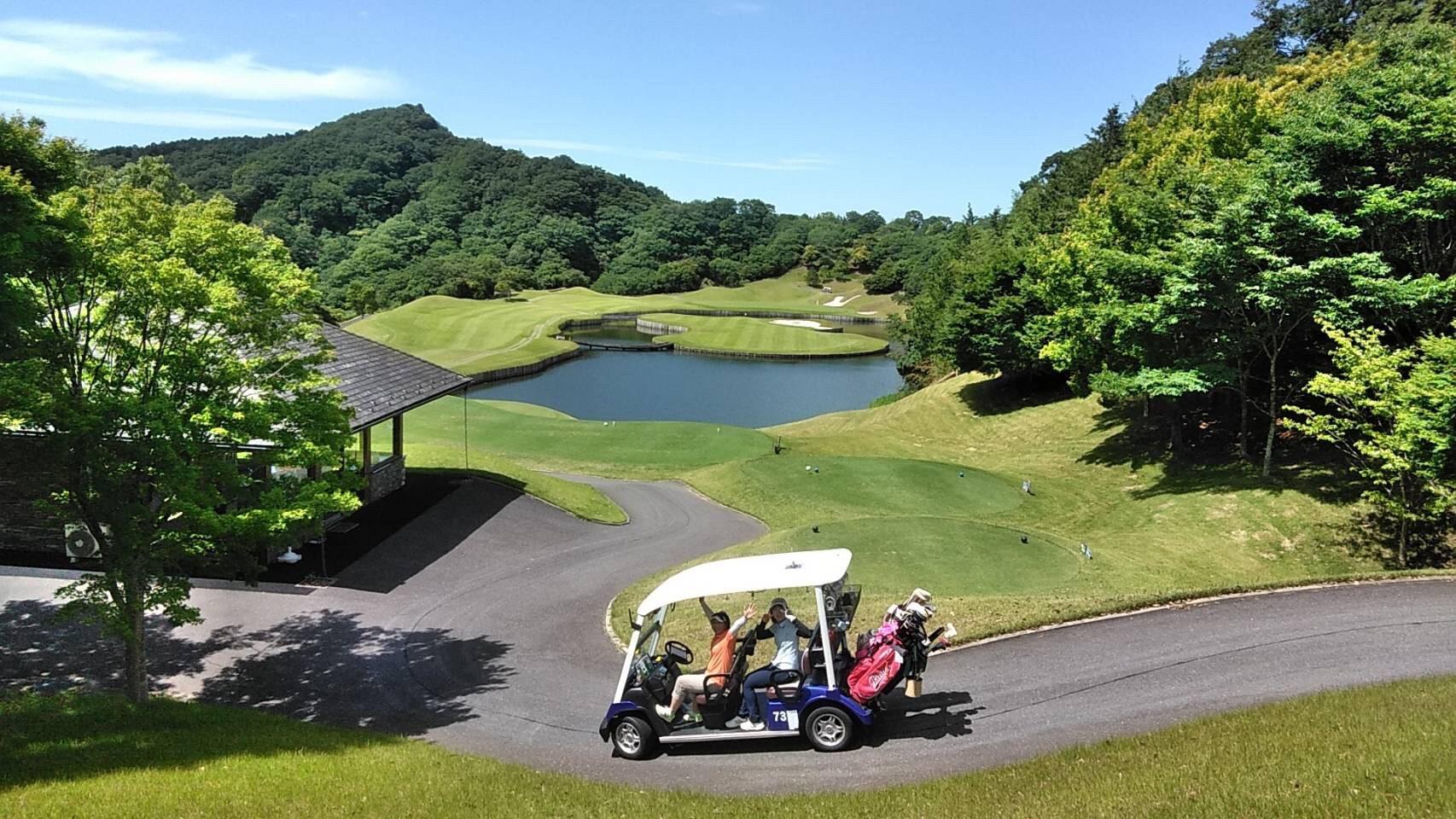弊社主催の女子ゴルフ研修会も行っております!参加者募集中!