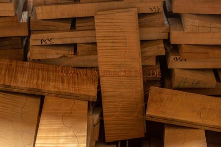 Sehr altes akustisches Ahornholz für den Geigenbau