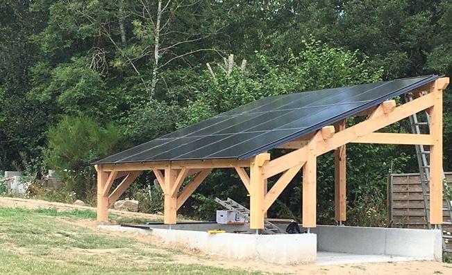 Kit charpente sur mesure pour recevoir des panneaux photovoltaïque .