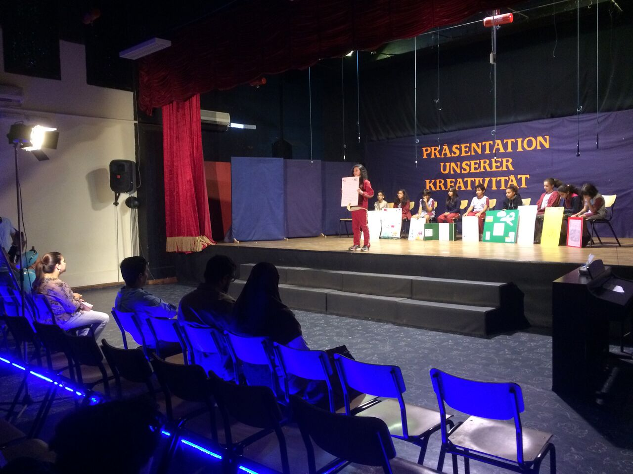 Präsentation unserer Kreativität im Schultheater