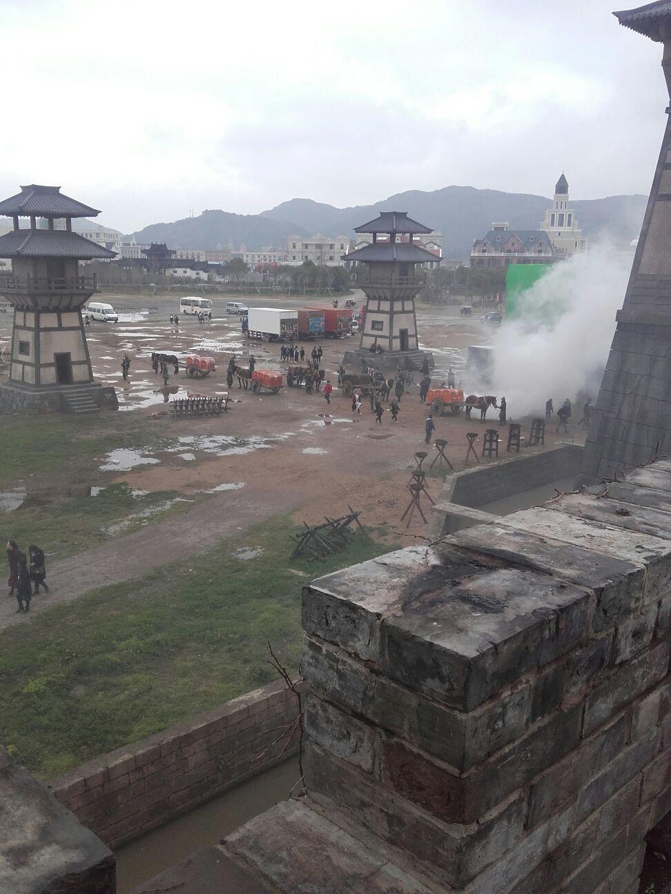Filmdreharbeiten, von der Film-Chinesischen-Mauer aus fotografiert