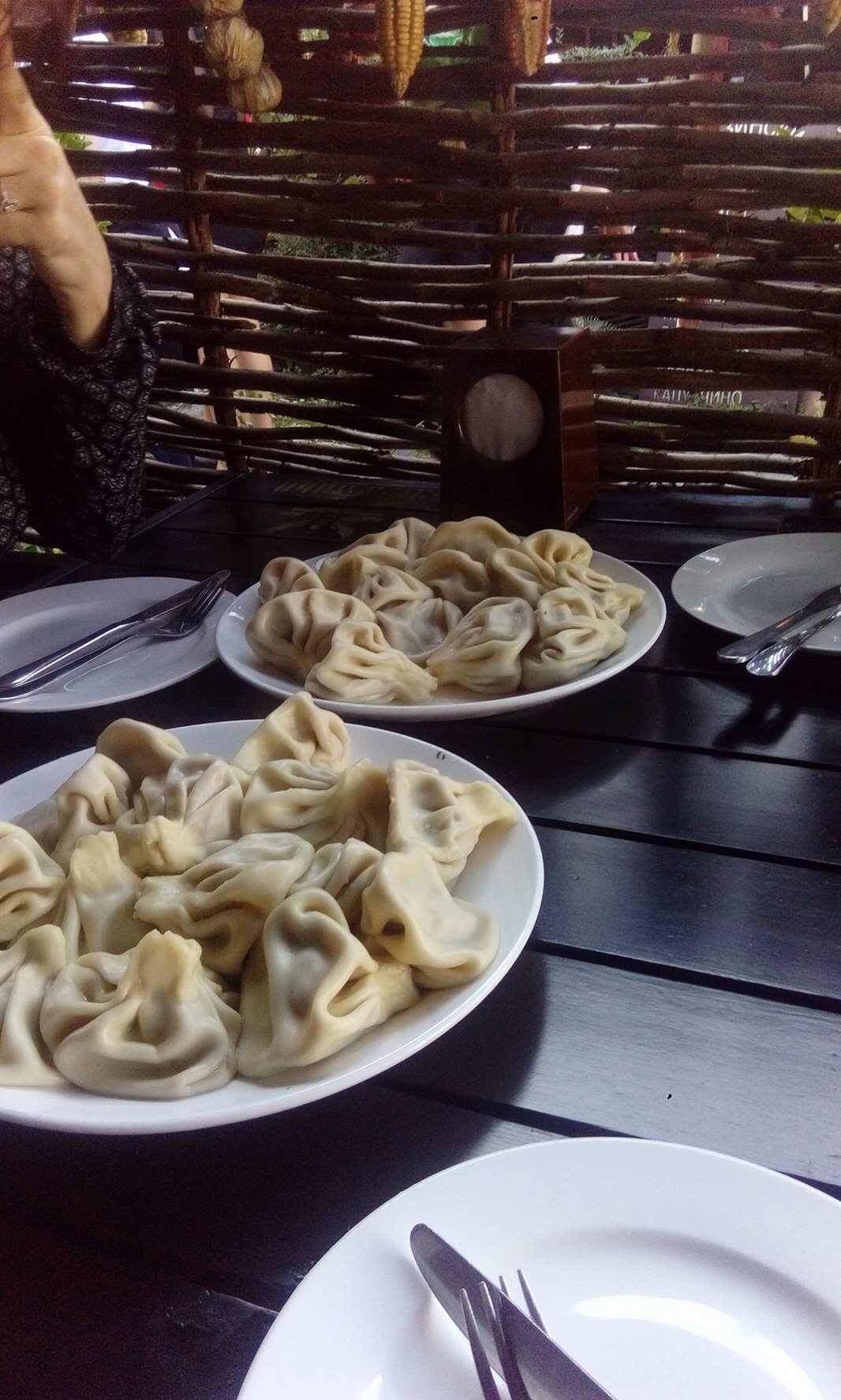 Khinkali essen in der alten Hauptstadt Mztheka