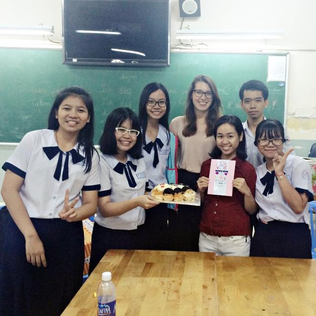 Die Klasse 11 der Le Quy Don Schule. Zum Abschied gab es einen Kuchen.
