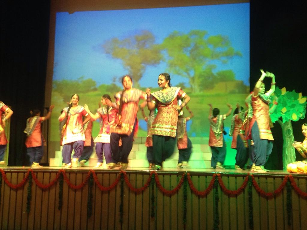 Professionelle Tanzaufführung der Schüler