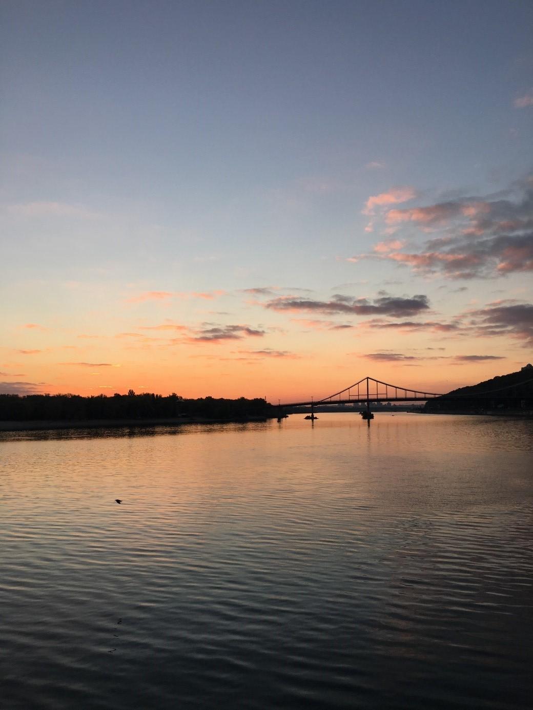 Sonnenaufgang beim Lauf über dem Dnepr