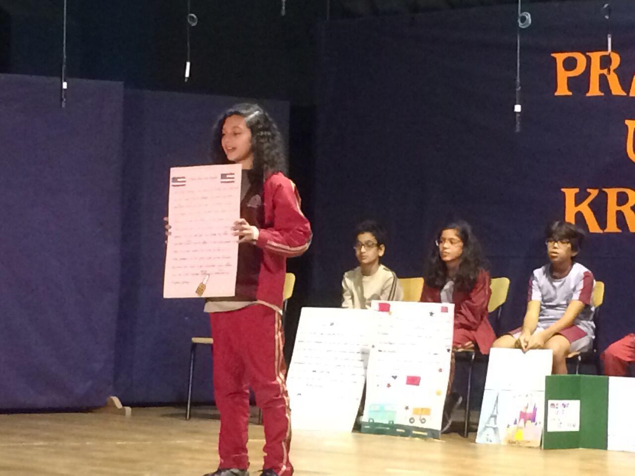 Schülerin präsentiert ihre Geschichte