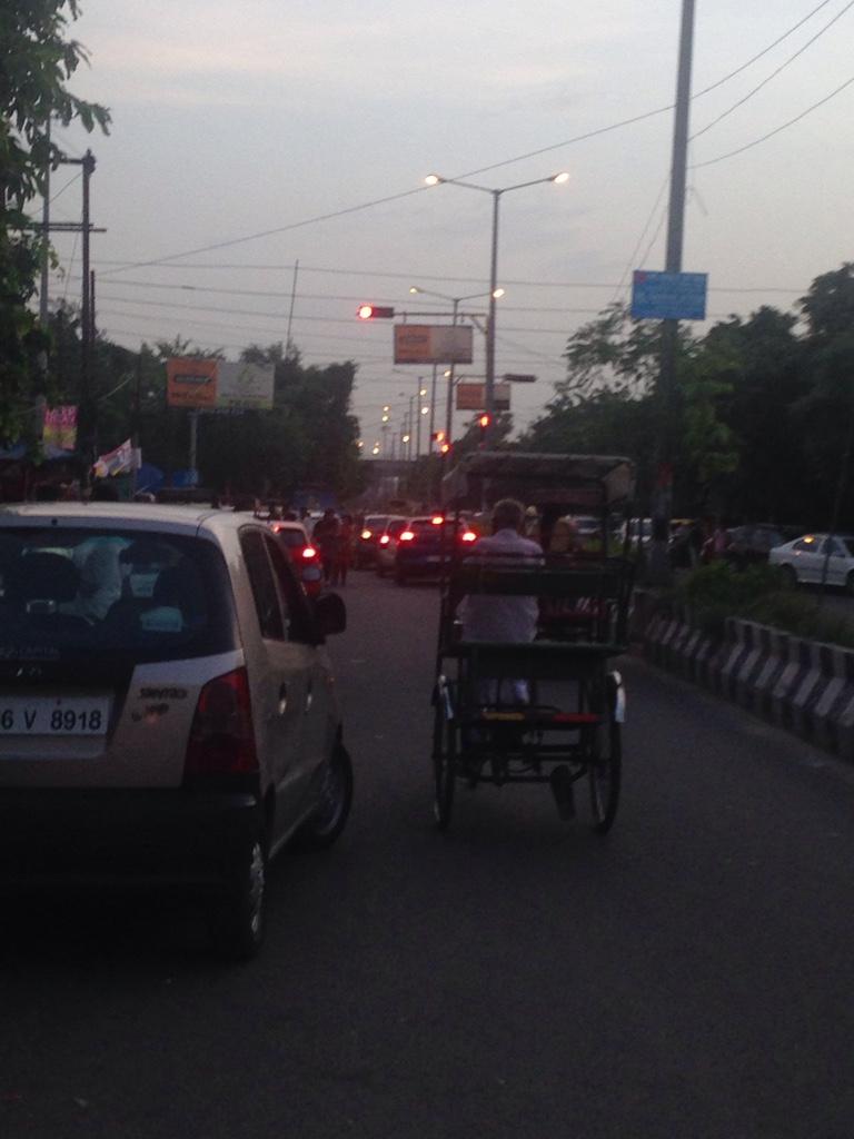 Der Feierabendverkehr ist sogar auf den Nebenstraßen ersichtlich