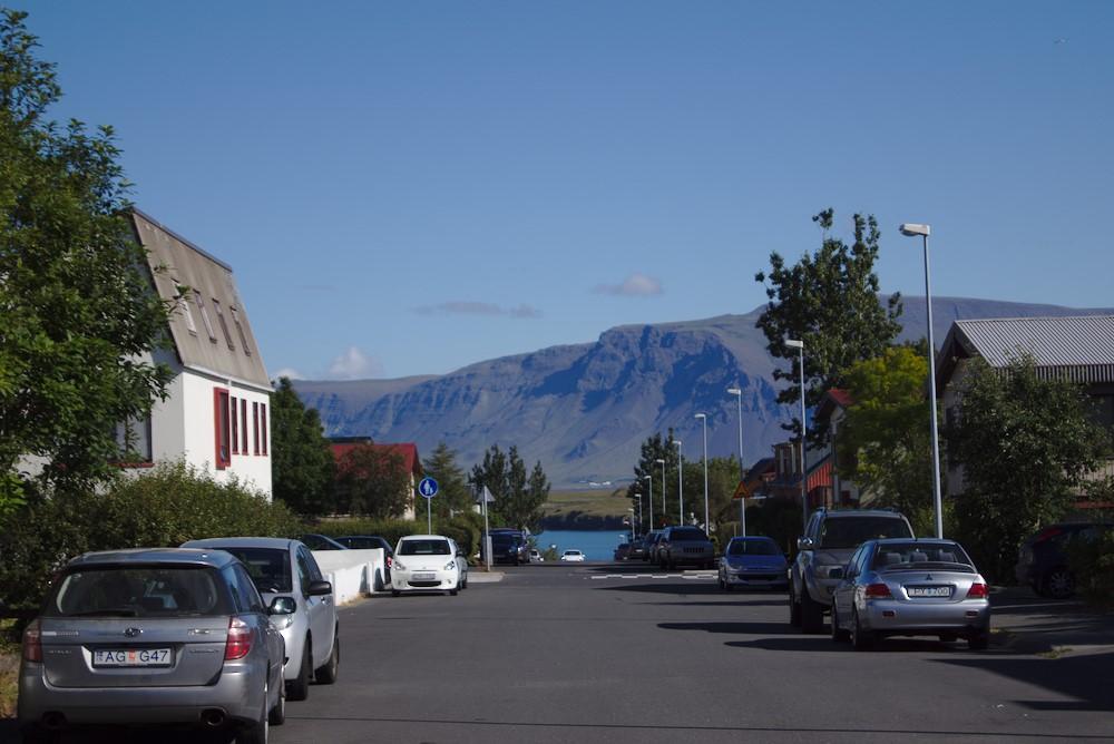 Blick von der Straße vor meinem Haus auf den Hausberg Reykjaviks, Esja