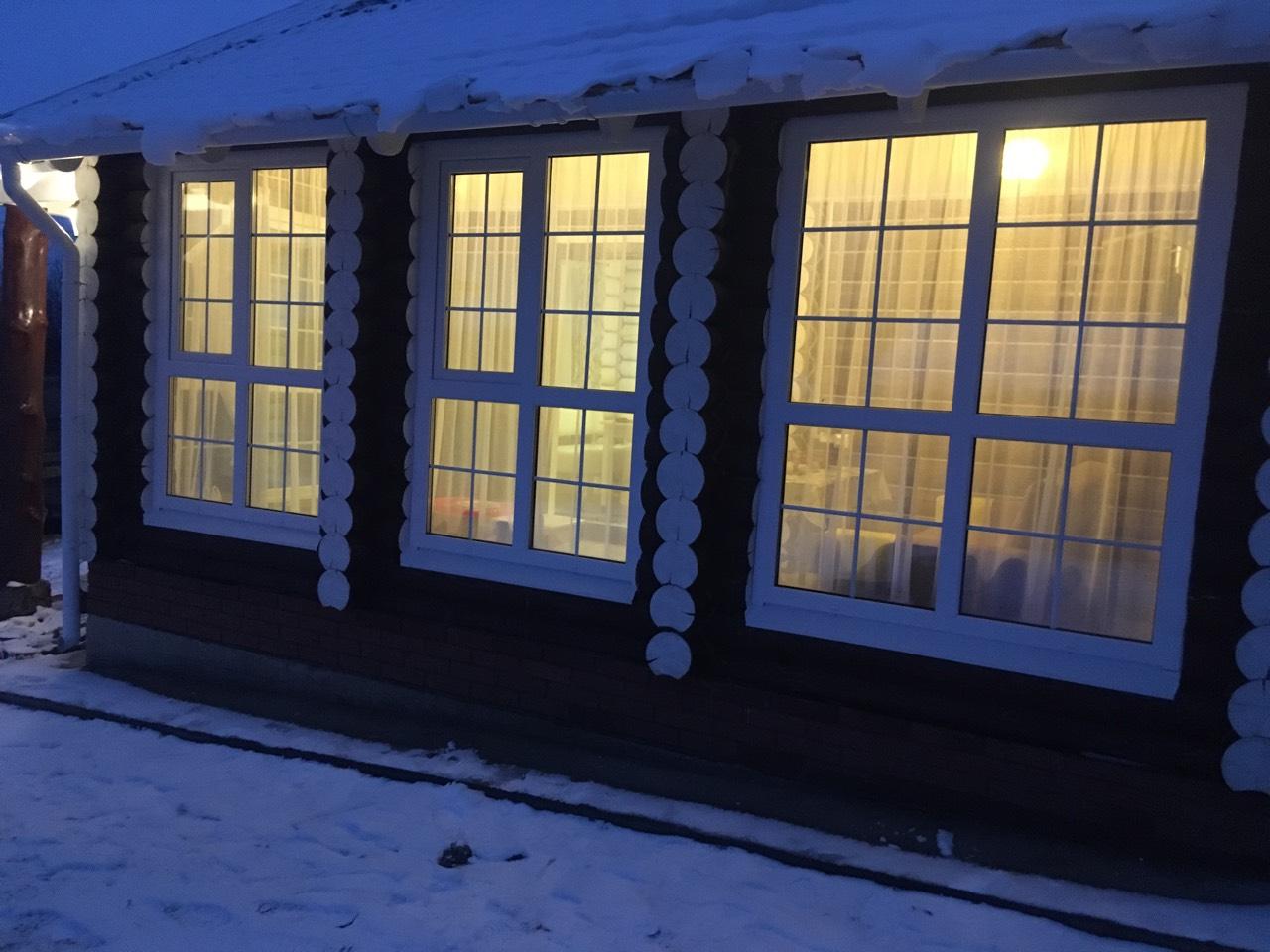 Остекление веранды пластиковыми окнами с раскладкой. Примерная сумма 70 000 руб