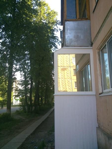 Остекление ПВХ лоджии с тонированным стеклопакетом. Цена с наружным обшивом 30 000 руб