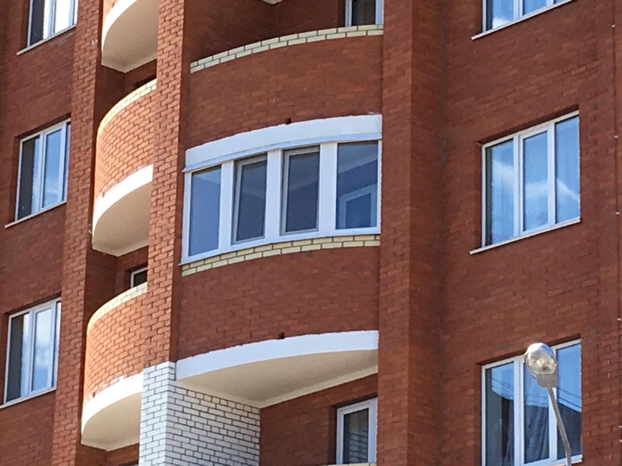 Остекление полукруглого балкона в однокамерный стеклопакет. Примерная стоимость 21 тыс руб