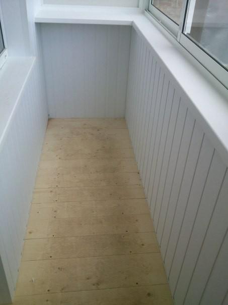 Балкон 3 м, с внутренним обшивом под подоконником+монтаж пола доска шпунтованная 30 мм. Обшив фасада, наружные откосы на балконный блок. Цена - 35000 руб