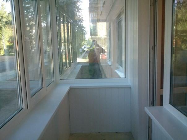 Пластиковый балкон с внутренним обшивом. Цена под ключ -22500руб