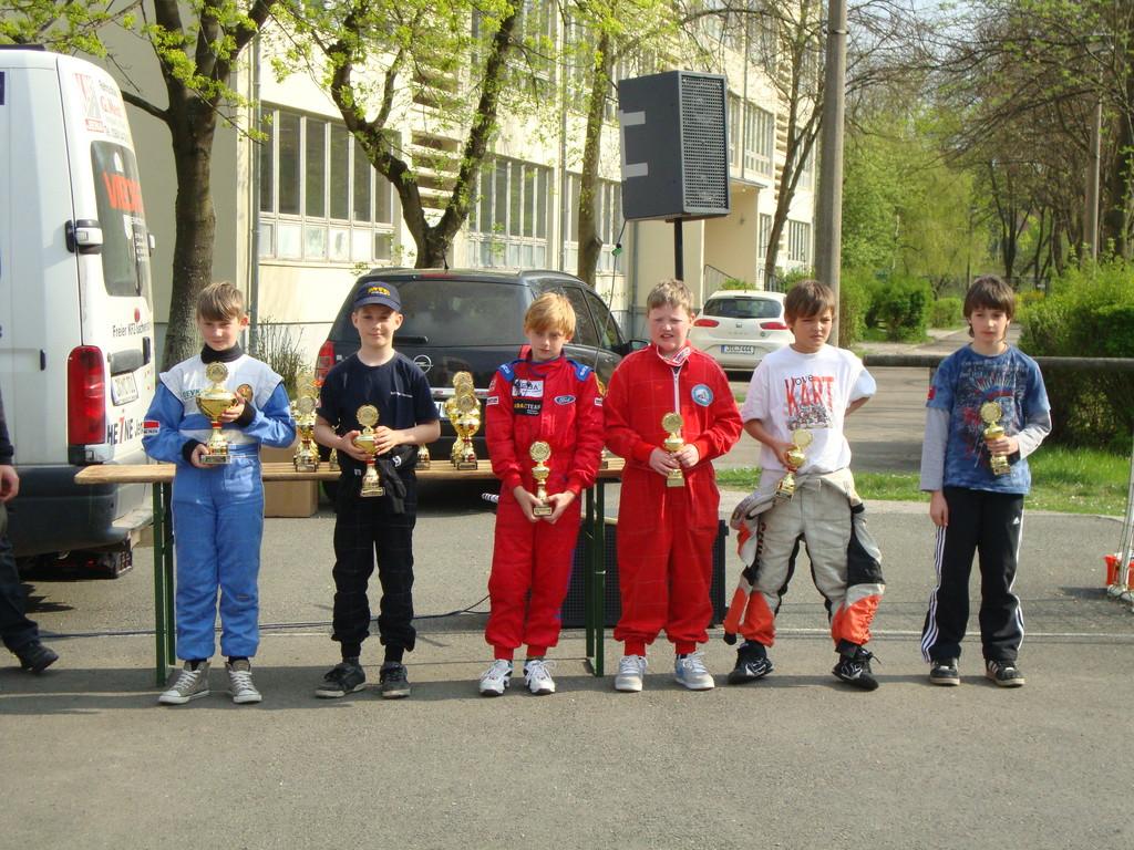 Siegerehrung der Klasse 2 mit Florian Zölsmann (Mitte)
