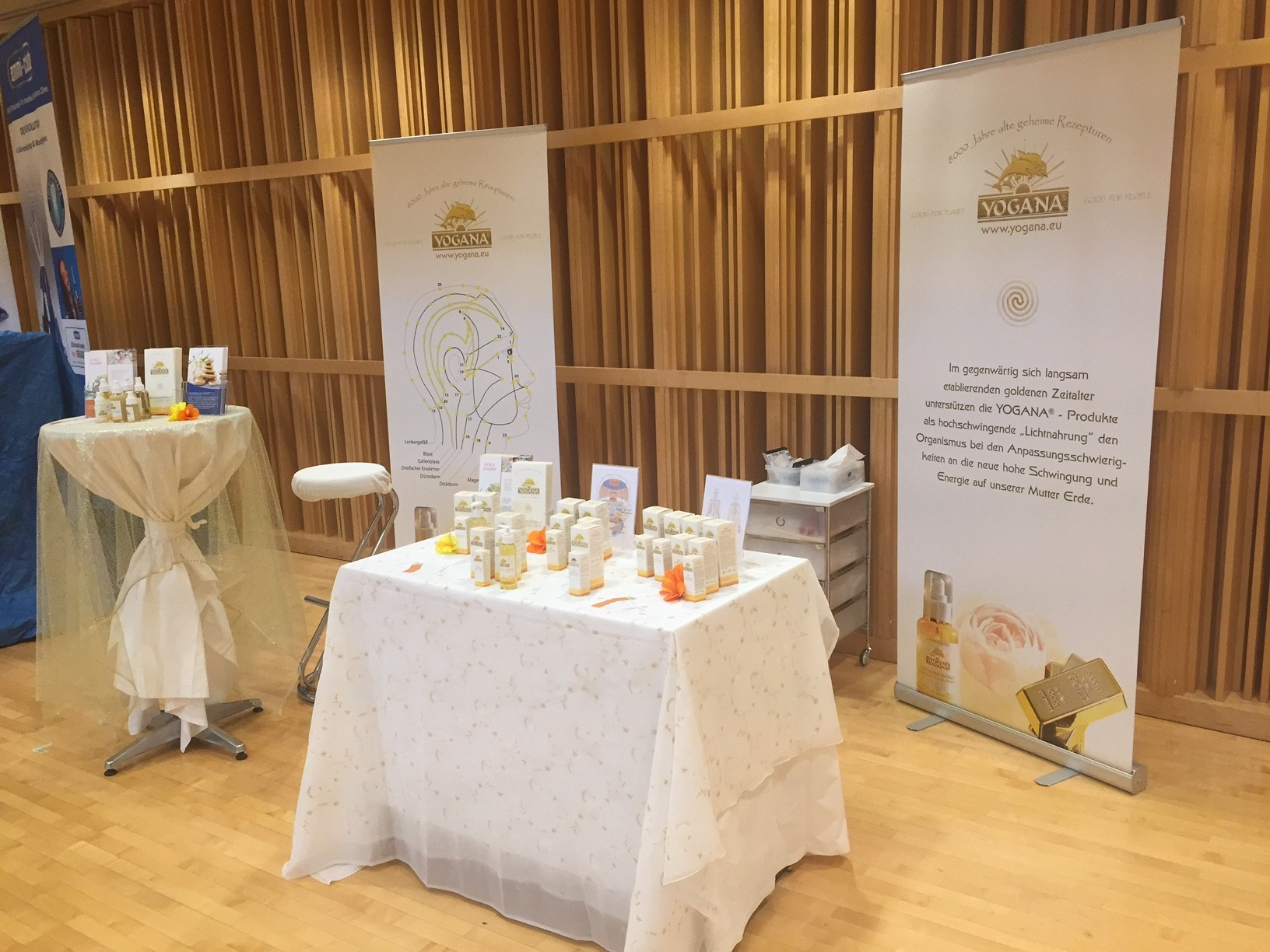 Goldzaubers Stand an der Happiness-Messe in Cham/ZG, im September 15