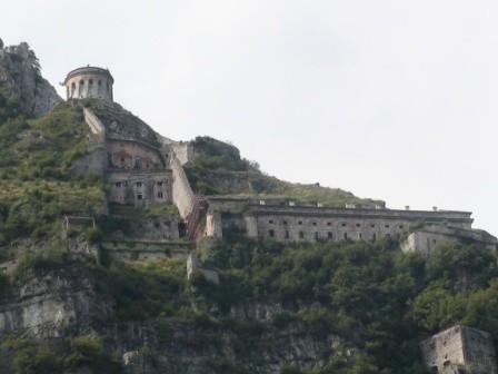 Rocca d'Anfo vista dal lago