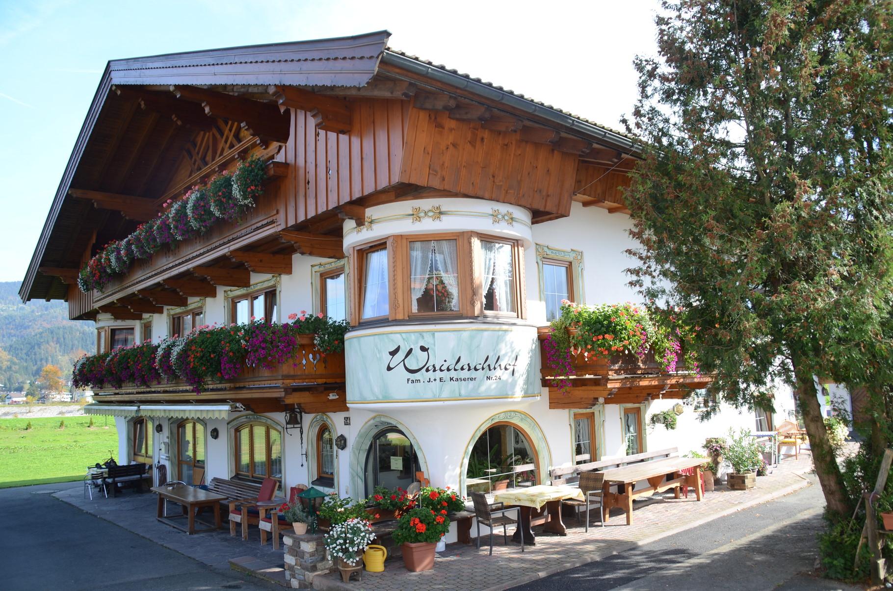 15 Meter hinter dem Hotel liegt die Pension Waidachhof