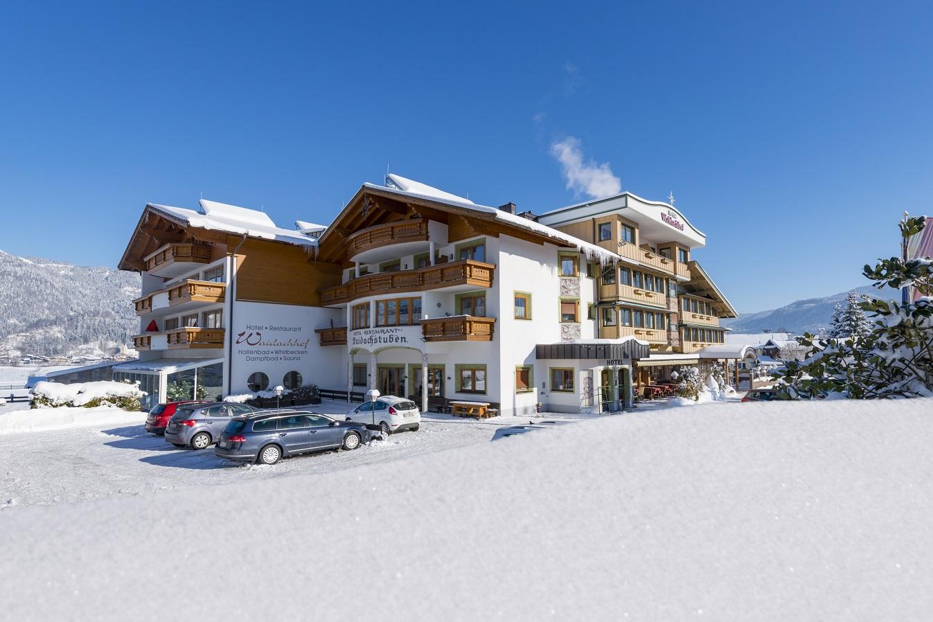 Außenansicht Hotel Waidachhof im Winter