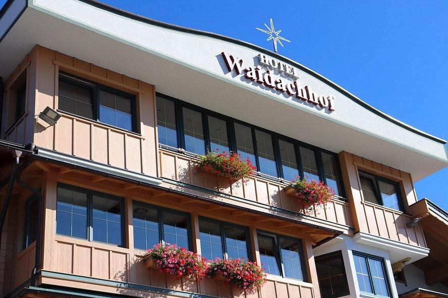 Ansicht Hotel Waidachhof von unten nach oben
