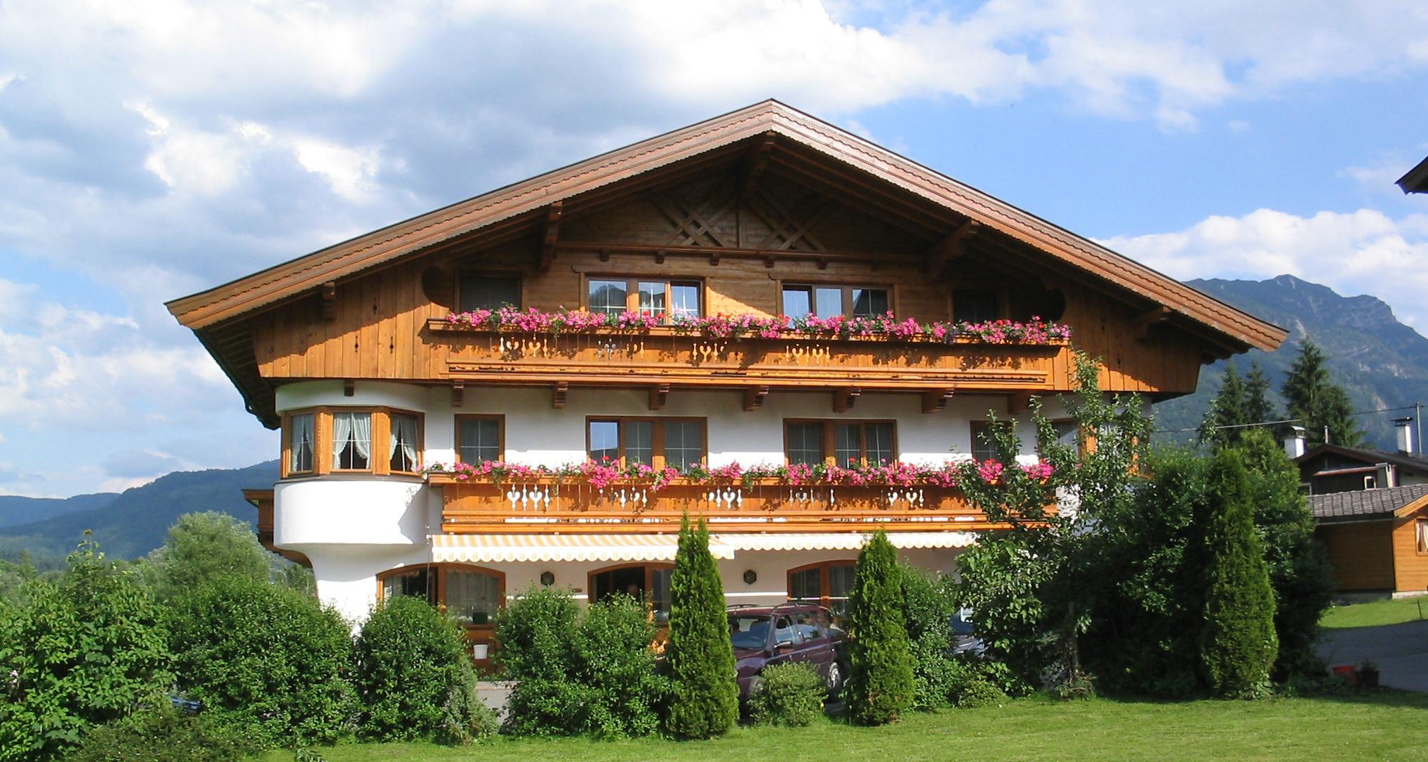 Außenansicht Pension Waidachhof im Sommer