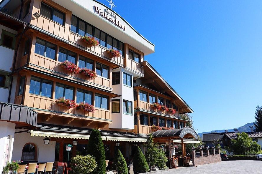 Außenansicht Hotel Waidachhof im Sommer