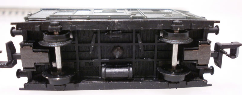 Minitrix N 3254 Packwagen unten