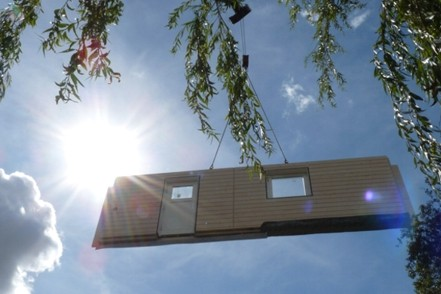 Assembling a luxurious prefabricated house