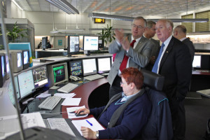 Delegation members at Frankfurt's public transport control center. (Photo: MTK)