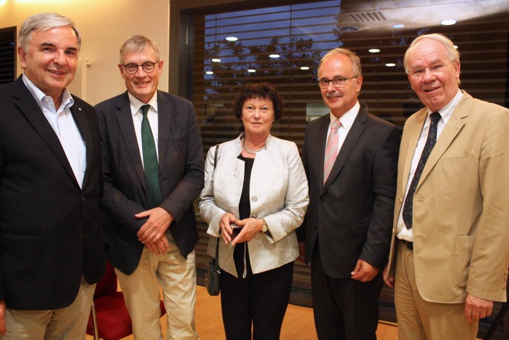 From left to right: Dr. Helmut Müller (Kulturfonds Frankfurt/Rhein-Main), Prof. Dr. Werner Plumpe, Prof. Dr. Barbara Dölemyer (WIPOG), First Councillor Wolfgang Kollmeier (Marshall Society), Dr. Wolfgang Lindstaedt (WIPOG)