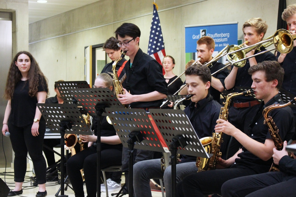 The band of the Graf Stauffenberg Gymnasium played music