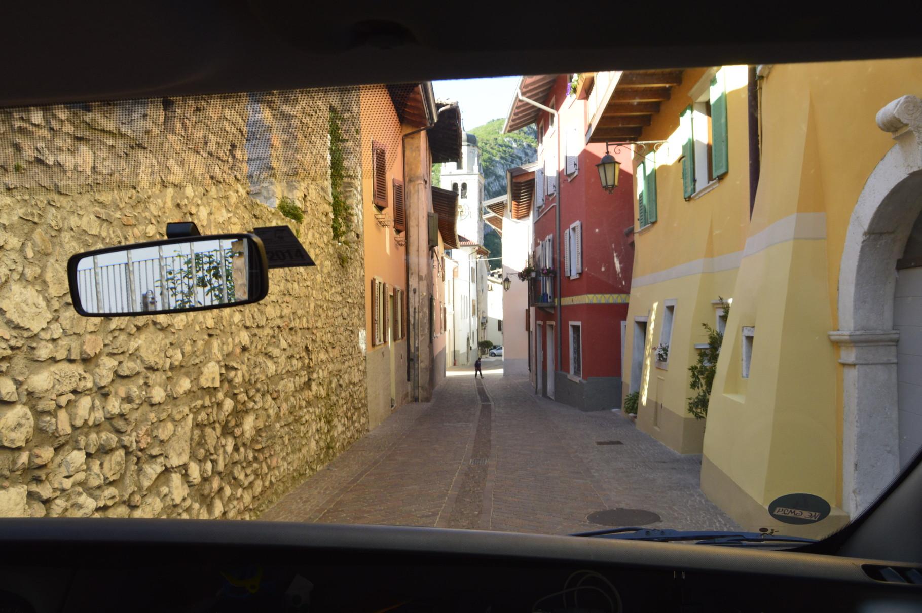 In Italien da lernt mans; vor allem mit dem blauen Riesen: Einmal mussten wir auch die Spiegel einklappen