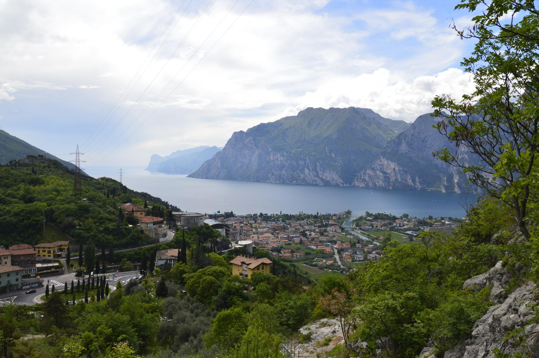 Blick vom Klettergebiet Belvedere auf den Gardasee