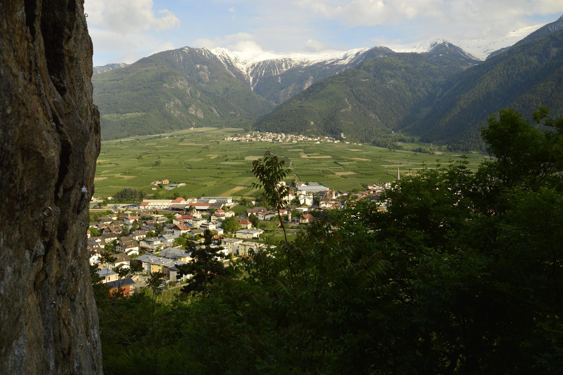 Aussicht vom Klettergebiet auf Latsch