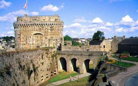 Dinan, les remparts et le château