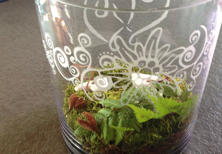 Glas-Vase sandgestralht