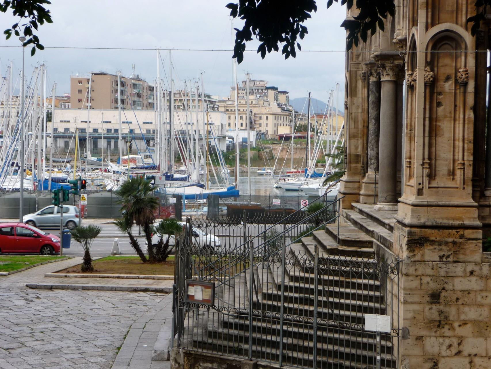 Yachthafen nahe der Porta Felice in Palermo.