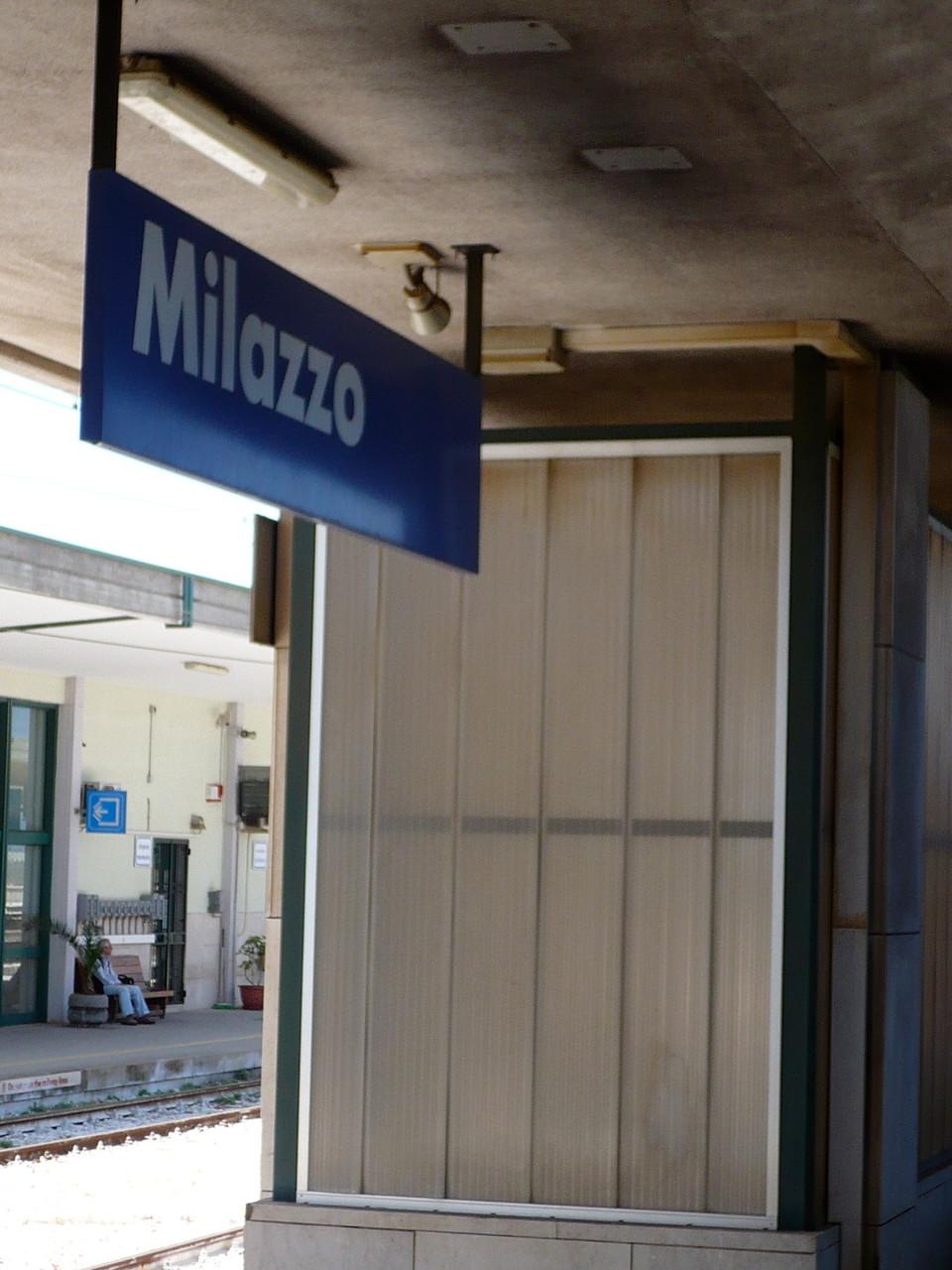 Milazzo ist einer der größeren Küstenorte und zugleich Fährhafen zu den Liparischen Inseln.