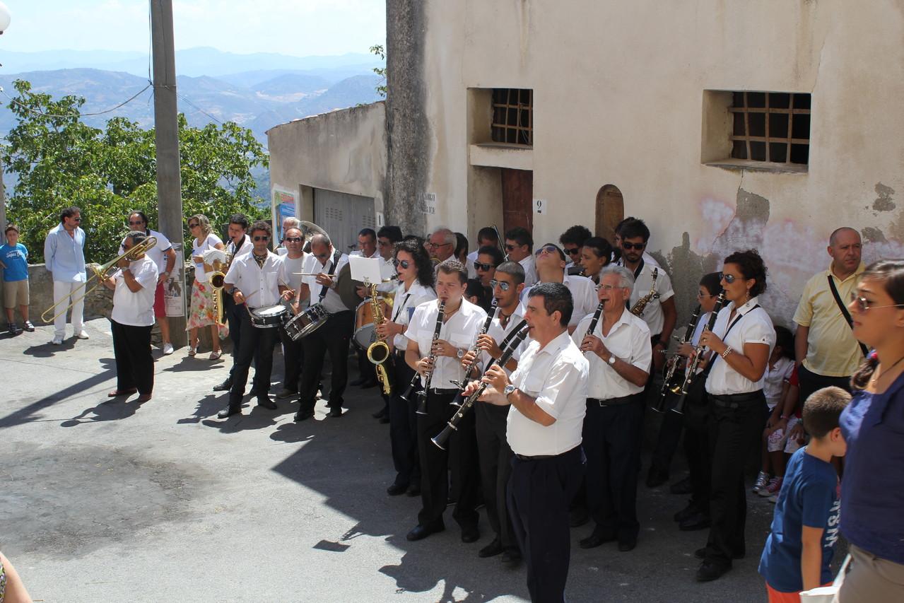 Bei religiösen Festen fehlt auf Sizilien nie die traditionelle Kapelle.