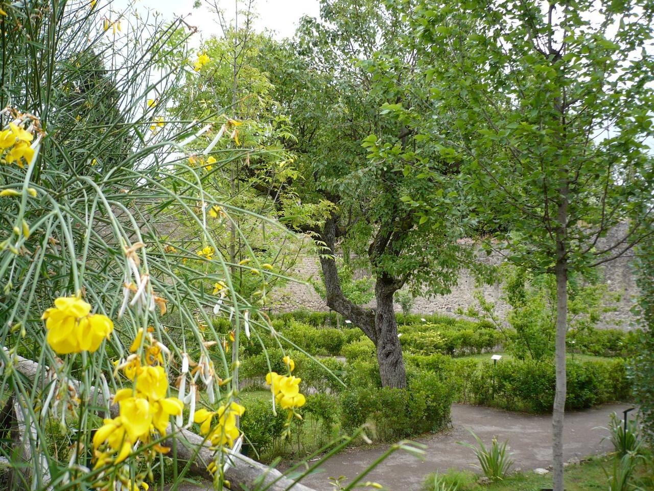 ...ein antiker Garten ausgesehen.