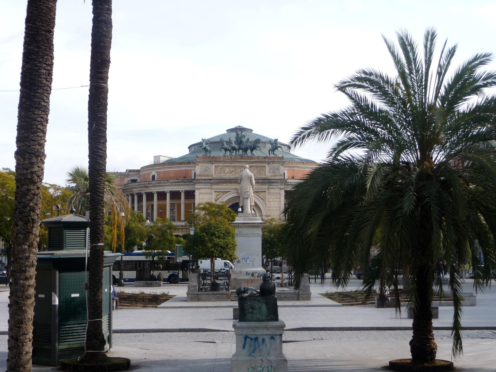 Das Poleteama in Palermo
