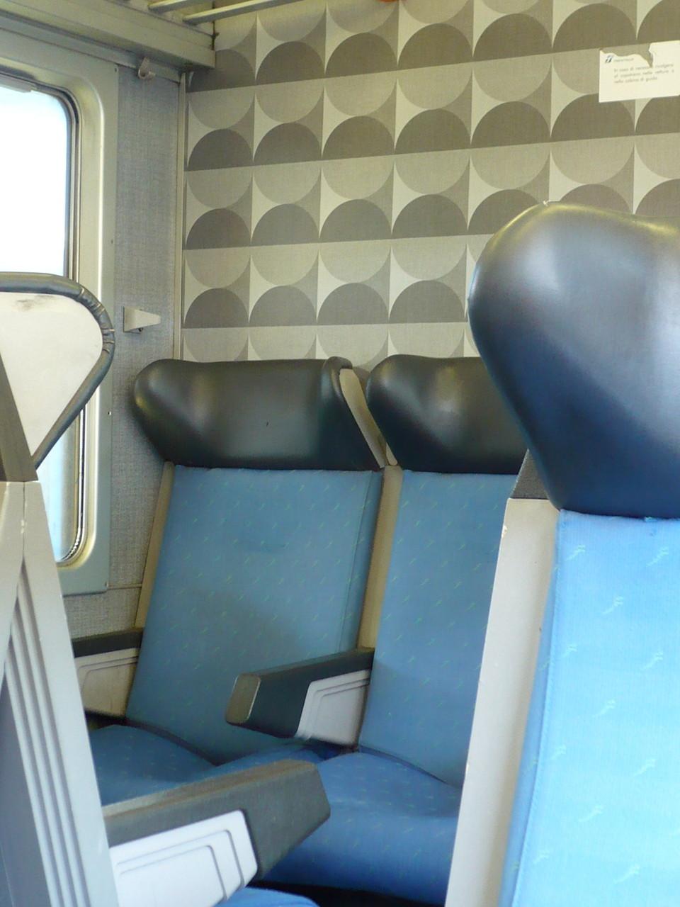 Die meisten Regionalzüge sehen so aus. Die neueren haben eine Klimaanlage.