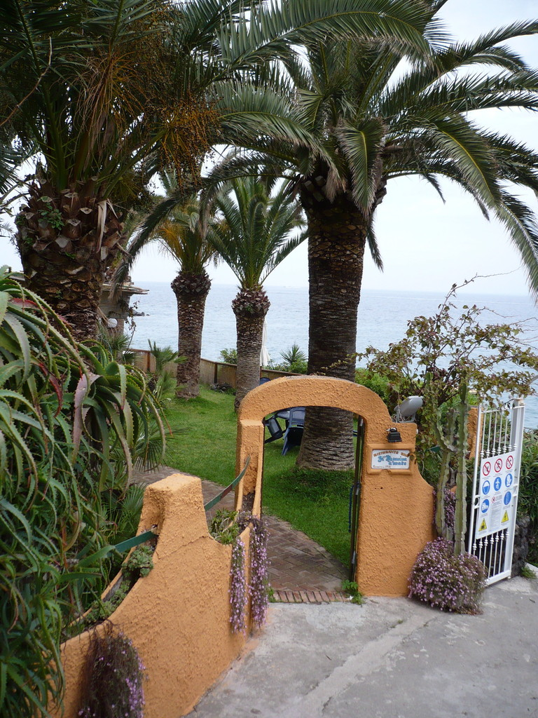 Hoteleingang in Ischia Porto