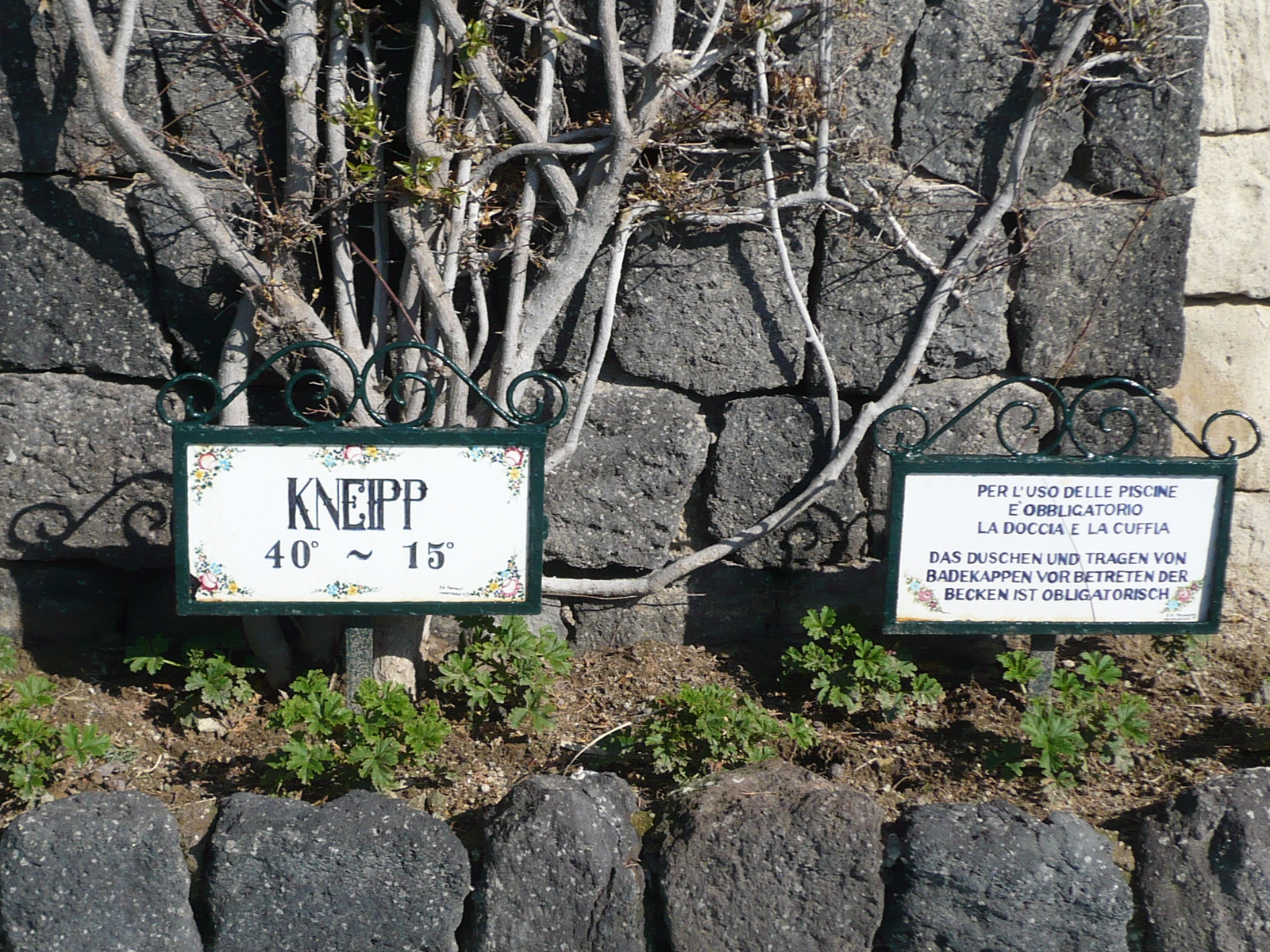 Die Kneipp-Becken sind eine Haerausforderung für viele.