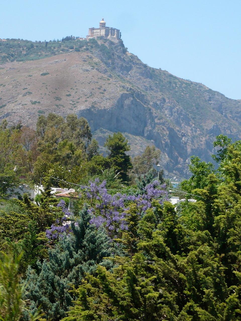 Das heilige Kloster von Tindari auf dem Berg ist ein Besuchermagnet.