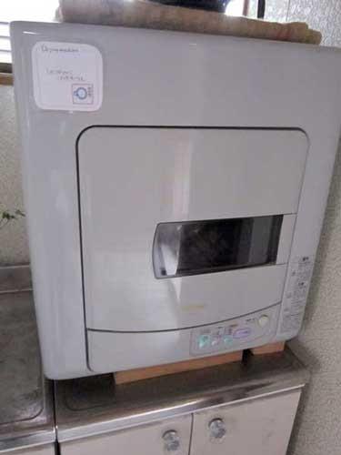乾燥機 20分200円でお使い頂けます。22時までにお願いします。