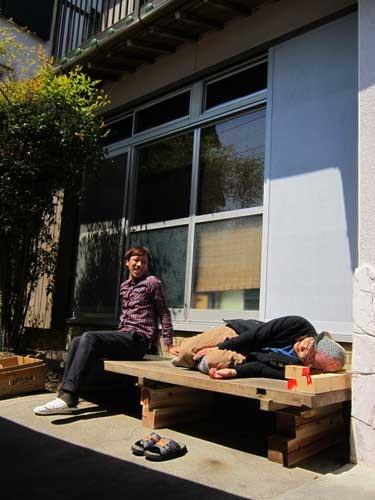 縁側 館内禁煙ですが縁側は喫煙できます。日向ぼっこしたり、お昼寝したり、のんびりしませんか?